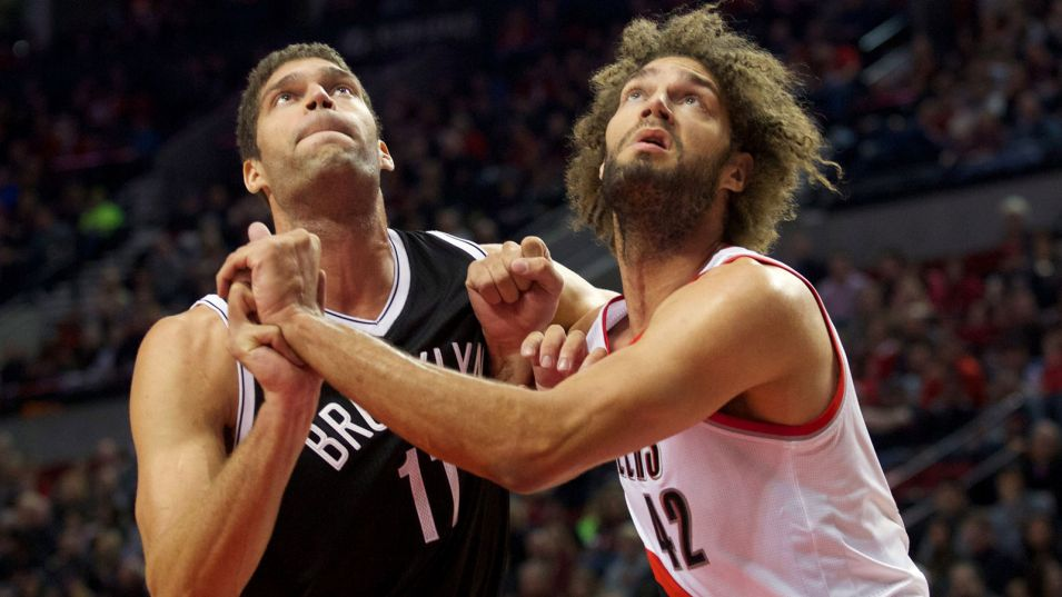 Brook and Robin Lopez fighting for position