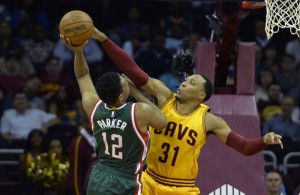 Shawn Marion blocking Jabari Parker shot