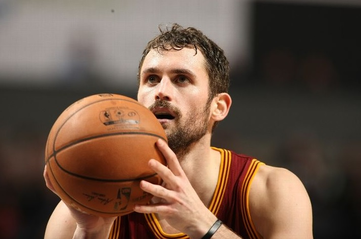 Kevin Love shooting a free throw against Charlotte Hornets, January 2, 2015