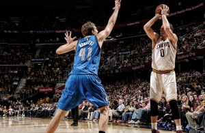 Kevin Love shooting against the Dallas Mavericks on January 4, 2015