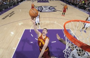 Kevin Love shooting against the Sacramento Kings on January 11, 2015
