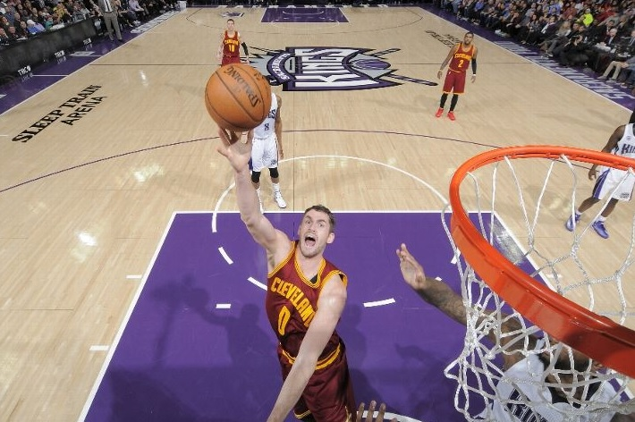 Kevin Love shooting against the Sacramento Kings on January 11, 2015