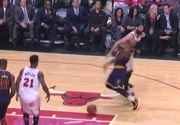 Video: Nikola Mirotic with the Clothesline on Iman Shumpert