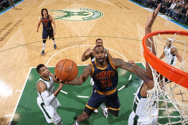LeBron James vs. Milwaukee Bucks on November 14, 2015