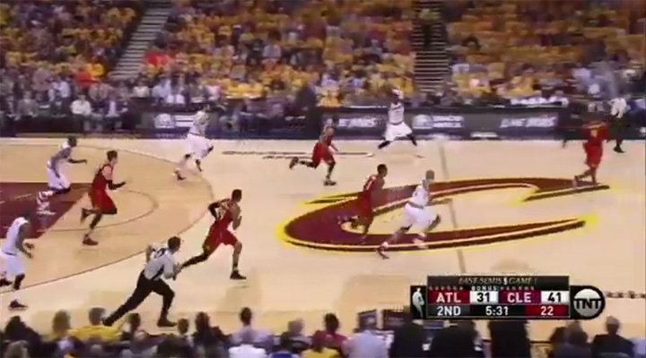 LeBron James Pass Atlanta Hawks