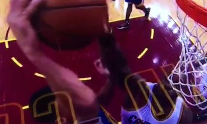 LeBron James blocks Stephen Curry