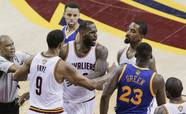 Dave McMenamin Reveals What Draymond Said to LeBron