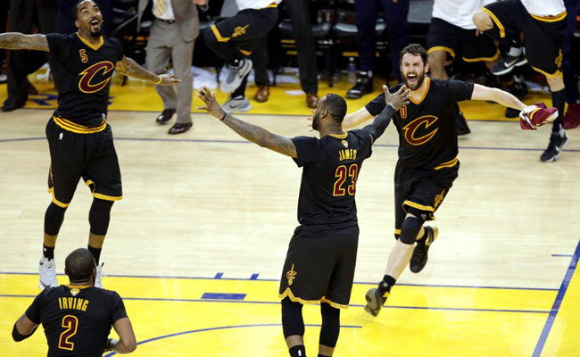 160620002518-j-r-smith-kevin-love-lebron-james-nba-finals-cleveland-cavaliers-at-golden-state-warriors.1000x563