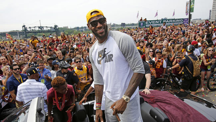 ct-lebron-james-endorses-clinton-20161002-001