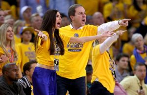 Warriors Owner Sends Message to Cavs After Advancing to NBA Finals
