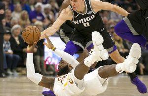 LeBron James Cavs Kings
