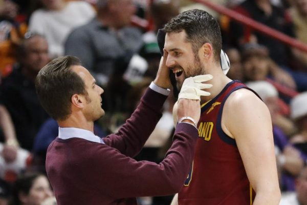 Kevin Love suffers loose tooth and possible concussion against Heat