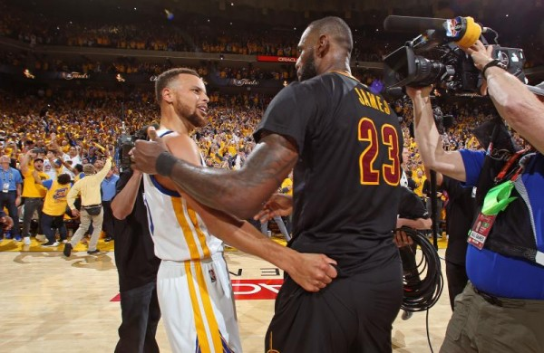 ba5ac7870e2 Stephen Curry Speaks Highly of LeBron James Ahead of Game 1