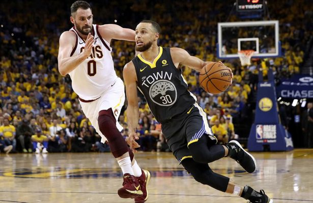 Kevin Love defending Stephen Curry