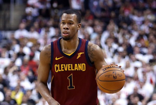Hood to accept Cavs' $3.4M qualifying offer