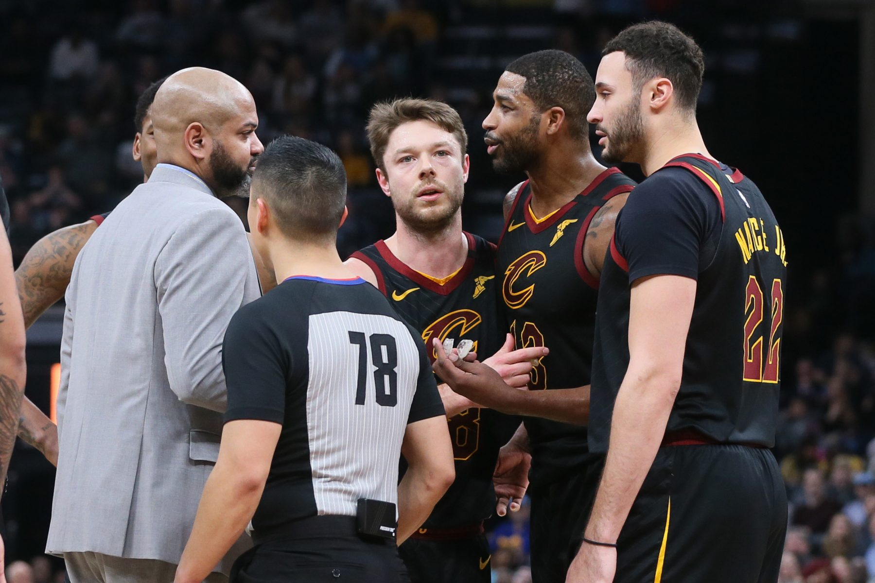 J.B. Bickerstaff, Tristan Thompson, Larry Nance Jr. and Matthew Dellavedova
