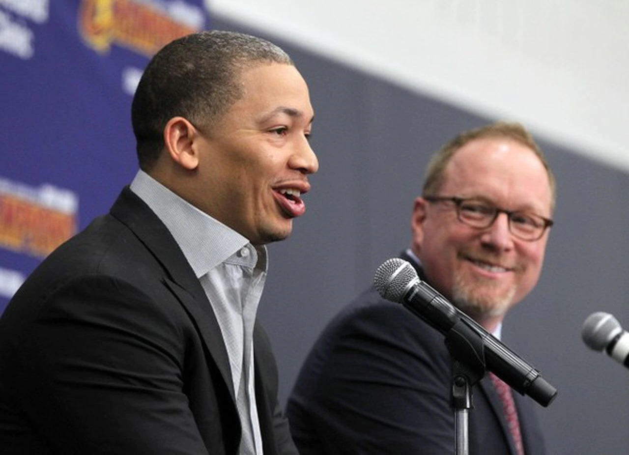 Tyronn Lue and David Griffin